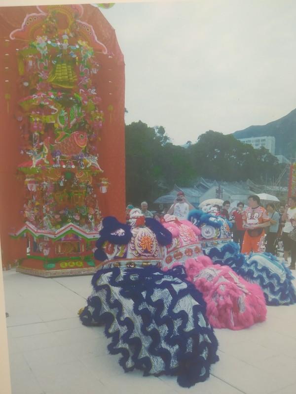 Photo of lion dancers in front of a Fa Pau during the Tin Hau Festival.