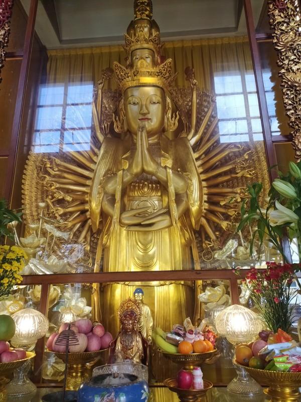 Buddha image inside Mahavira Hall.