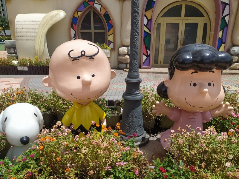Snoopy, Charlie Brown and Lucy.