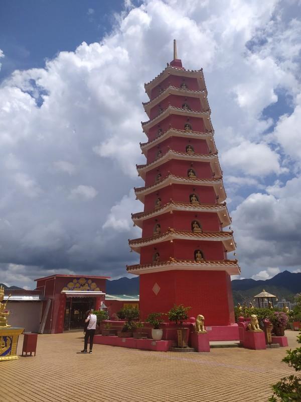 Nine storey high pagoda.