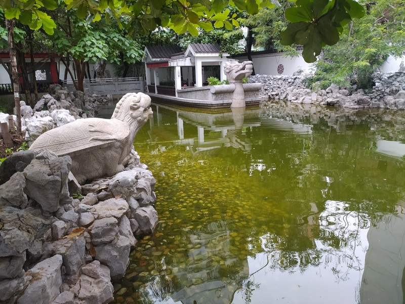 The surrounding Han Garden.