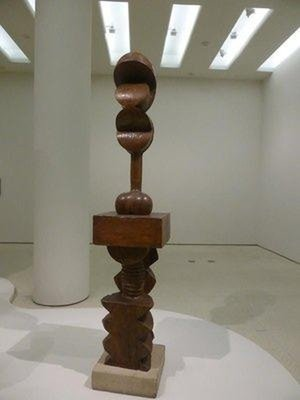 a sculpture of Brancusi in wood, also with an African feel