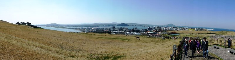 panoramic view on the way to Seongsan, you can see multiple ireum on the horizon