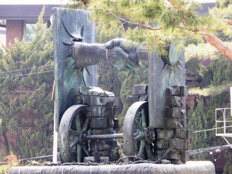 reunion sculpture