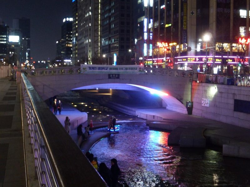 Cheonggyecheon by night