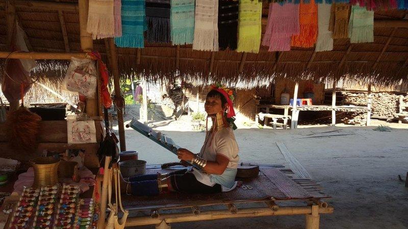 long neck lady weaving