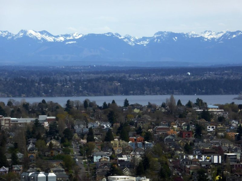 Seattle: mountains and water