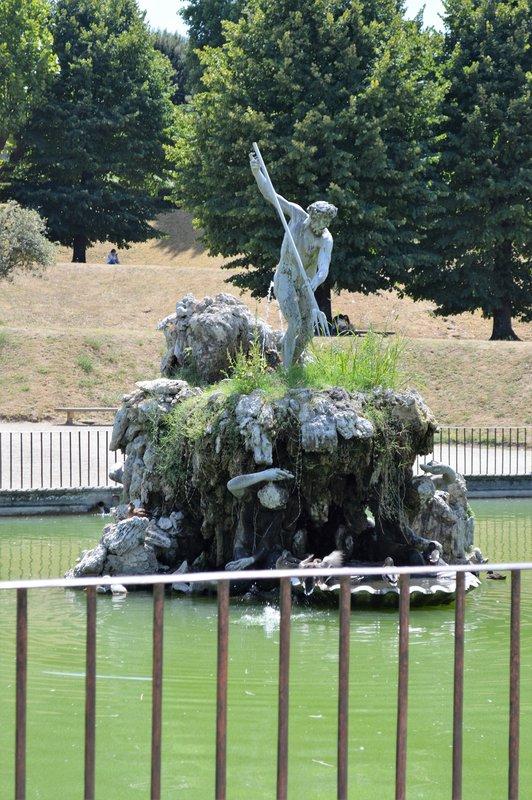 Giardino di Boboli: Statue of Neptune with Trident