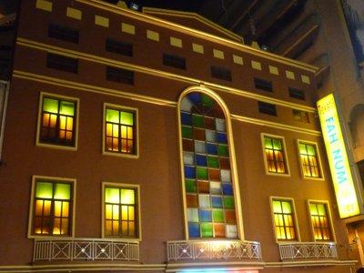 színes ablakok