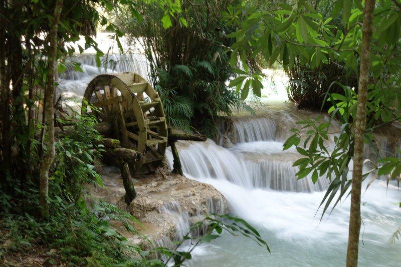 A waterfall of the Kuang Si Falls River