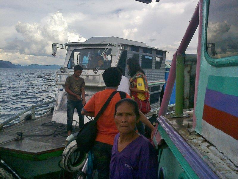 large_Jalan2_di_Danau_Toba.jpg