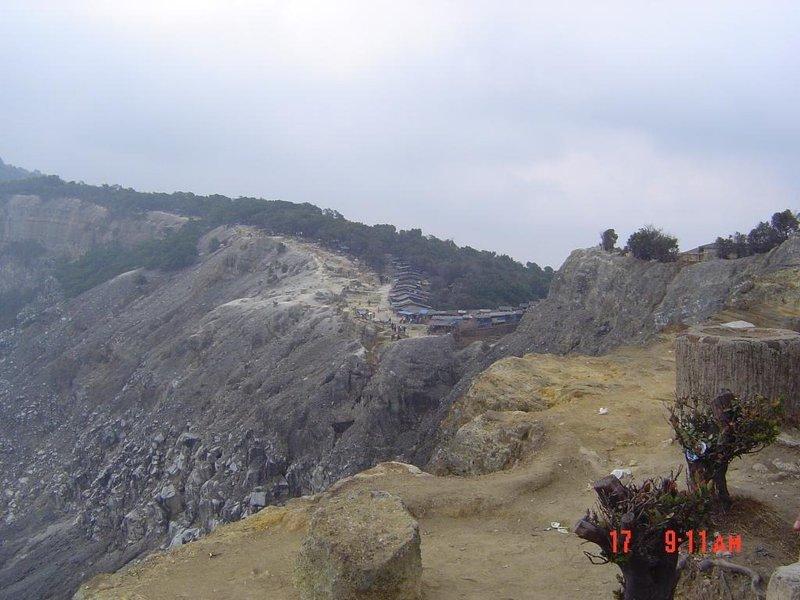 large_Tangkubanp.._on_caldera.jpg