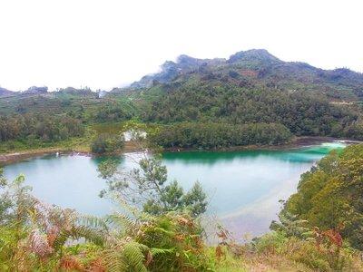 Colour_lake.jpg