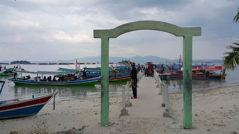 Boats to other islands