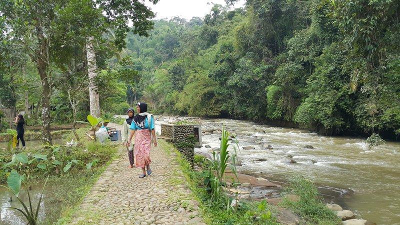 Kampong Naga women