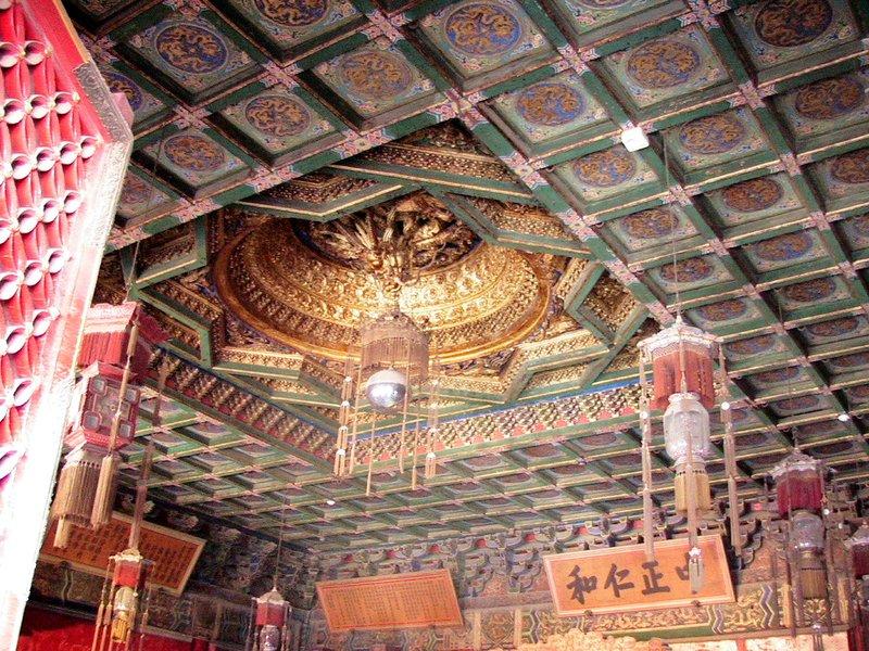 Golden motifs on the ceiling
