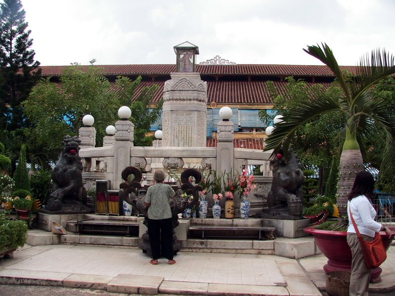 In the center of Ben Thanh market