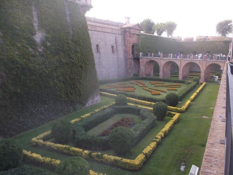 Moat/gardens around Castell Montjuic
