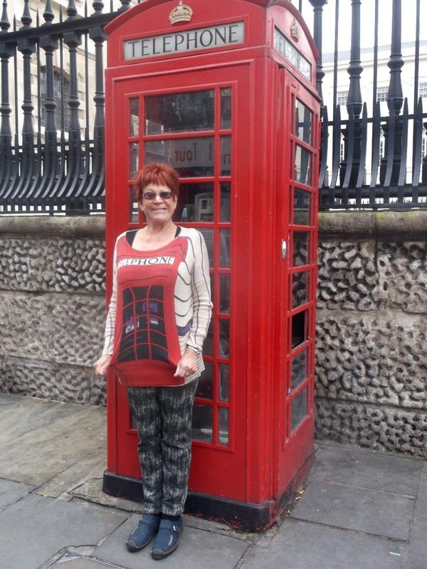 Leoneś new telephone box jumper