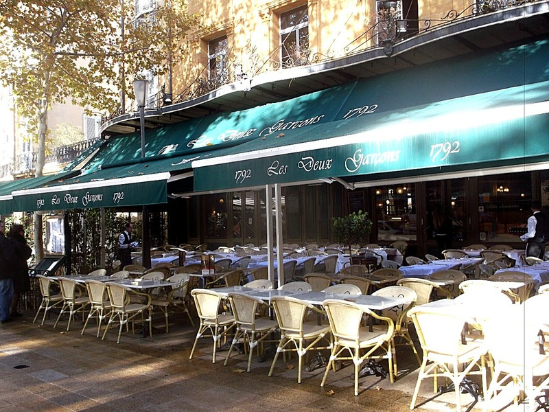 this sidewalk cafe´s been here for over 220 years!