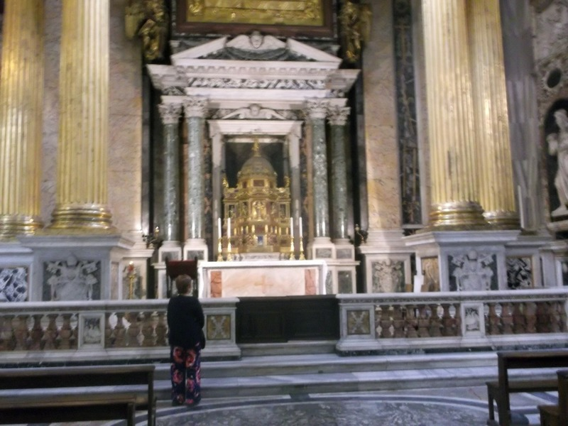 Another beautiful side chapel
