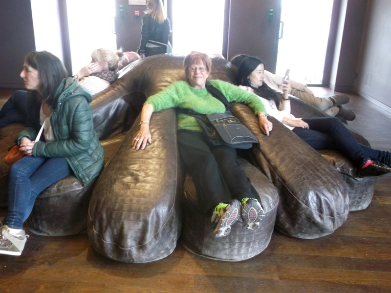 finger couch at dorsay