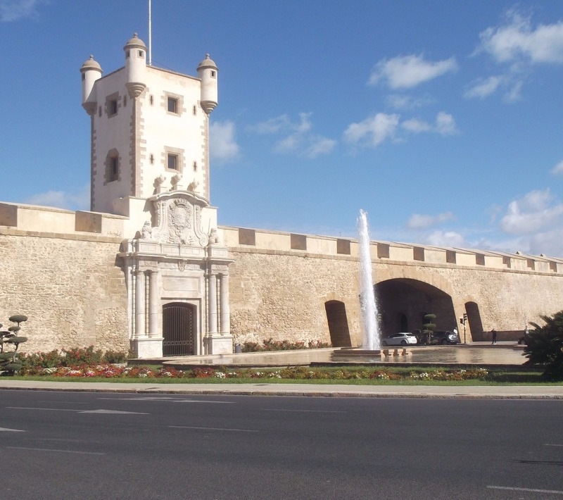 Puerta de Tierr- gateway into Old Cadiz