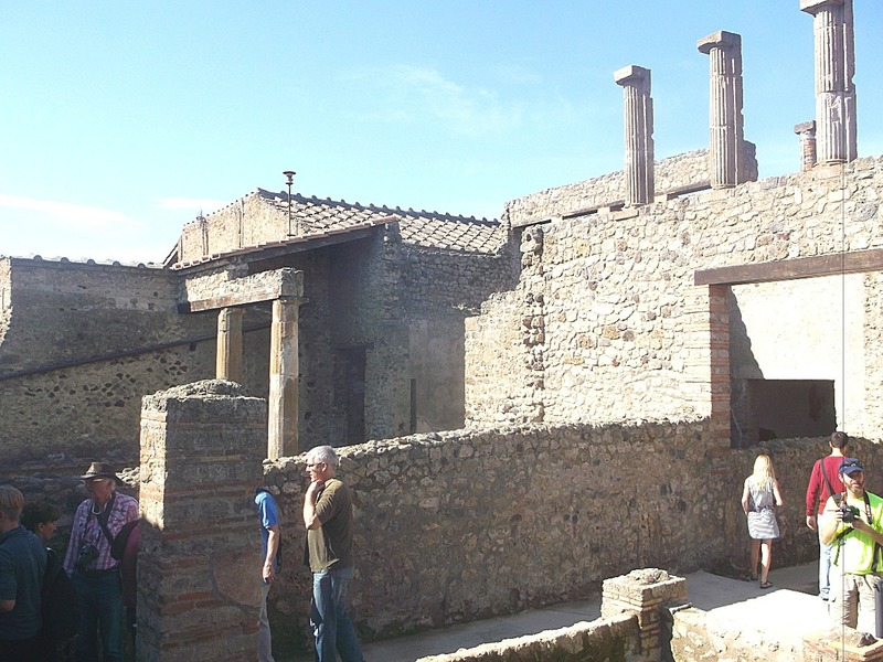 there are many streets in Pompei