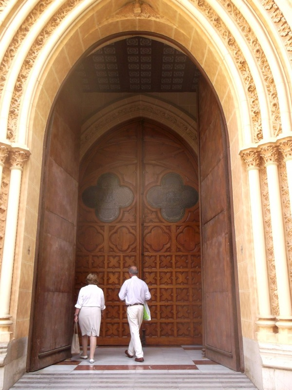 is a church which is open ¨San Ignacia¨