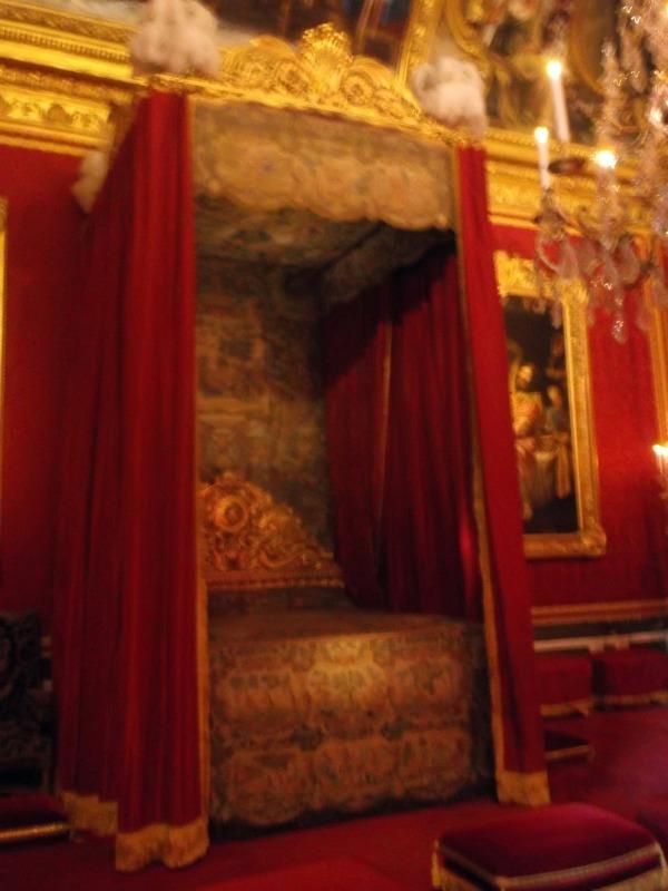 queens bedroom