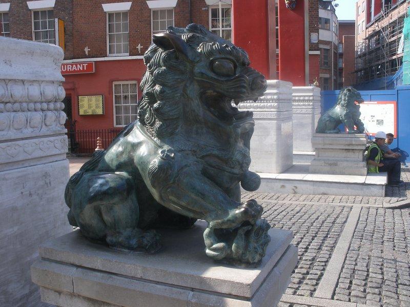 Chinatown statue