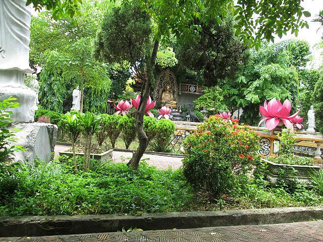 Du Hang Pagoda garden