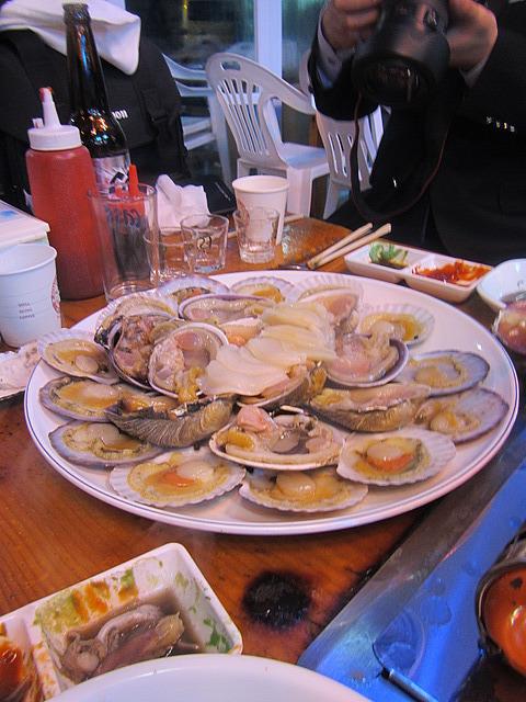 Many clams!