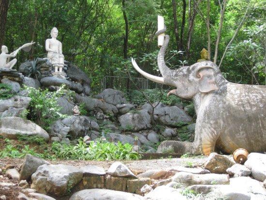 Wat Theppitak statues
