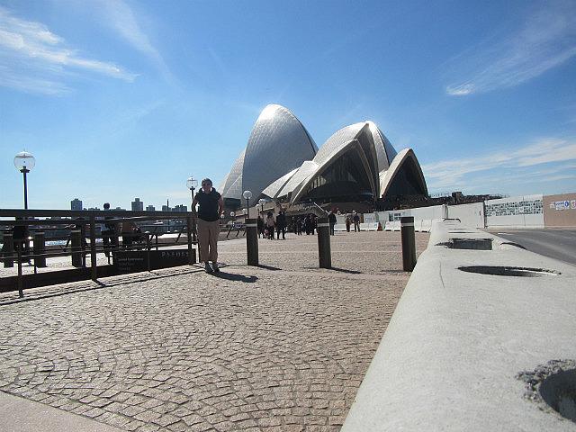 Me vs. Sydney Opera House