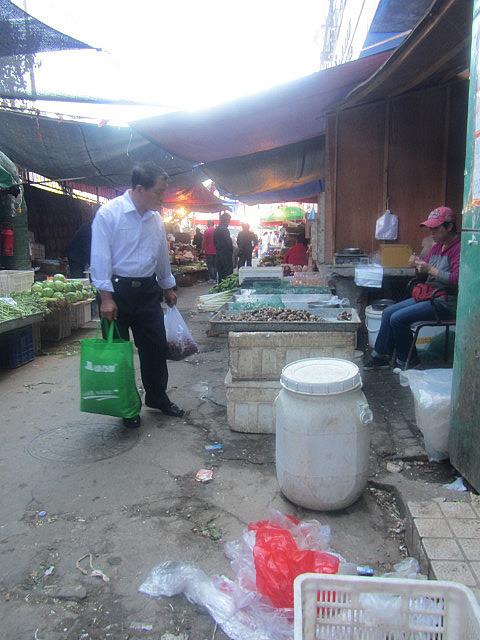 Market (smelled baddddd)
