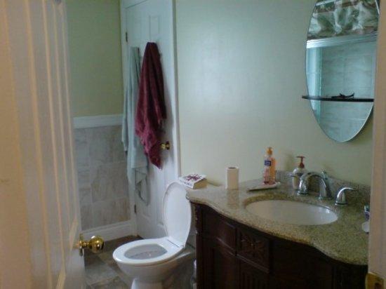 Shylo bathroom