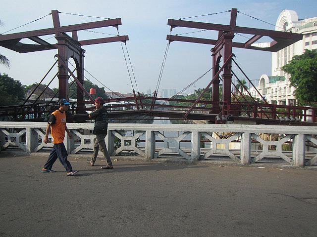 Chicken market bridge