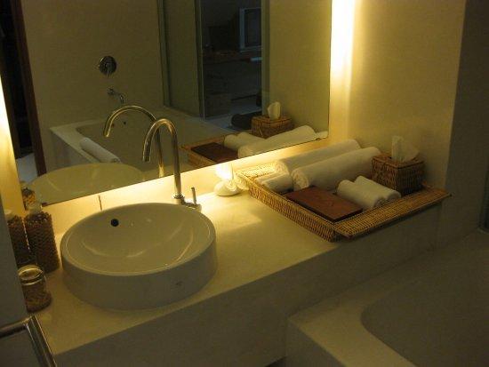Kirimaya washroom