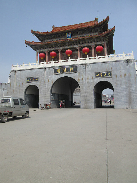An old gate in Nanjiecun