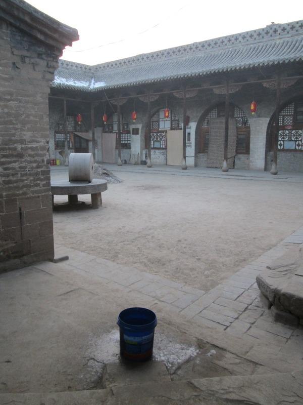 Lijiashan hotel courtyard