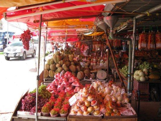 Klang Dong fruit market