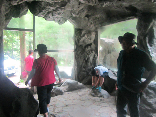 Air conditioned cave