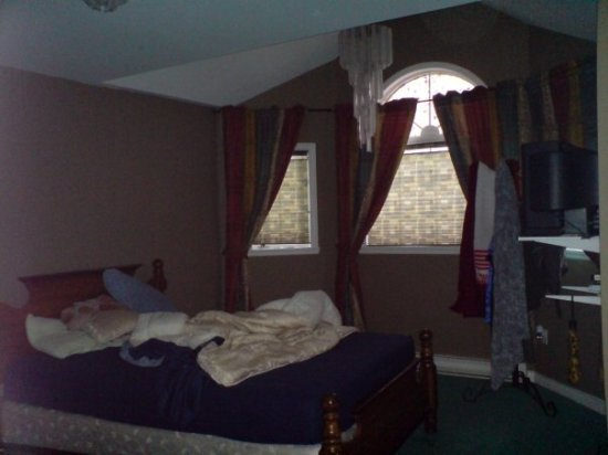 Shylo bedroom
