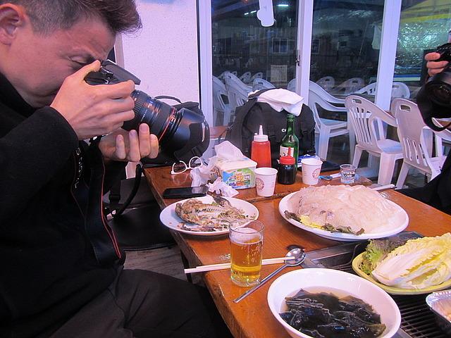 K taking photos
