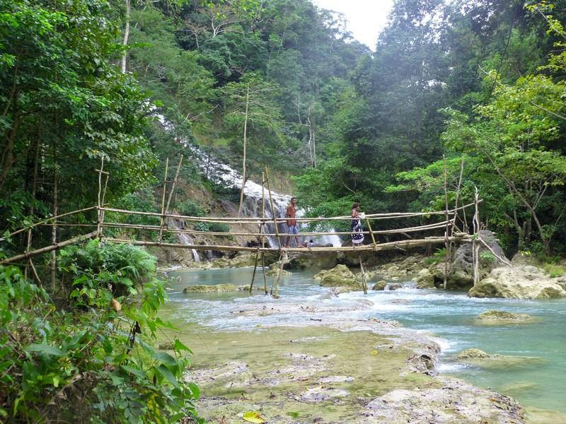 Bridge to Pabeti Lakera Waterfall