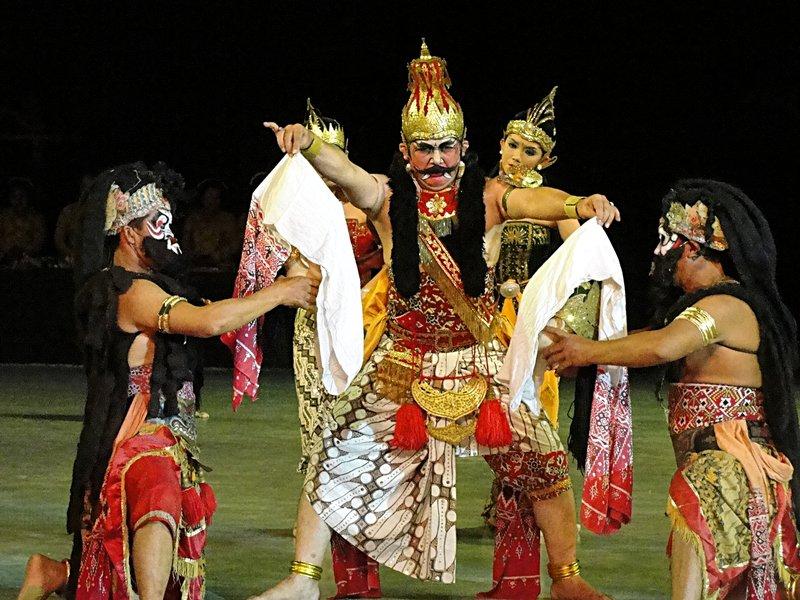 S00587 Ramayana episode 4 - Rahwana reveals fake heads