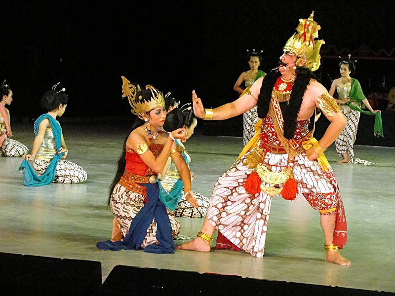 S00590 Ramayana episode 4 - Trijata dares Rahwana