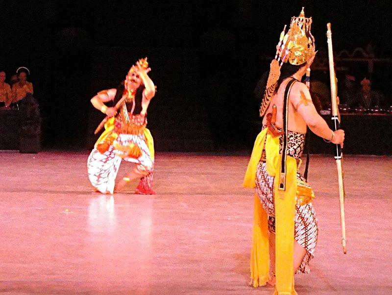 S00642 Ramayana episode 4 - Rahwana hit by Rama's arrow