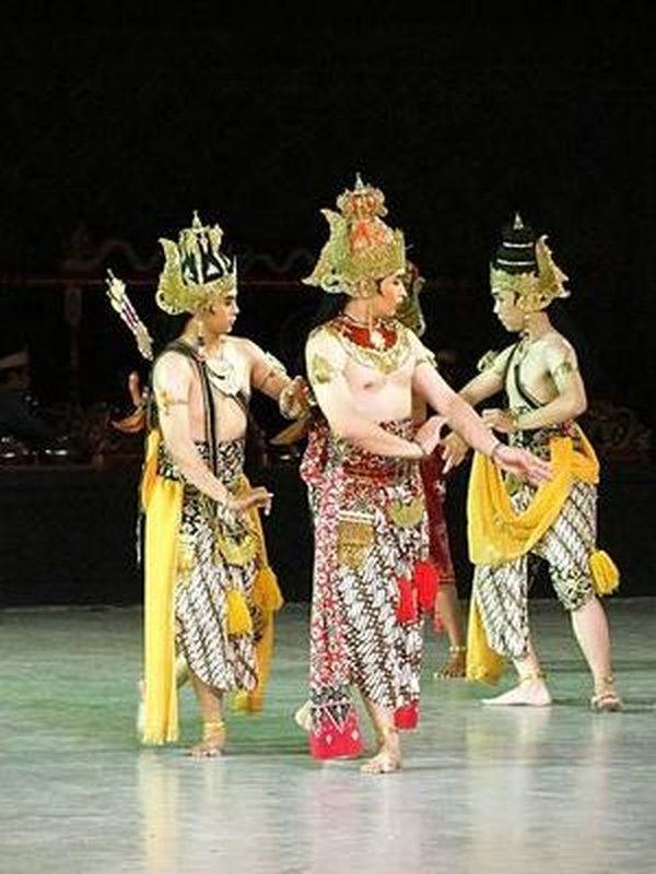 S00653 Ramayana episode 4 - Rama, Wibisono and Leksmana